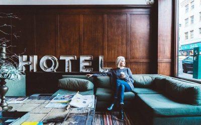 Prenez un joli temps de relax sur le canapé en visitant les plus beaux hôtels du monde